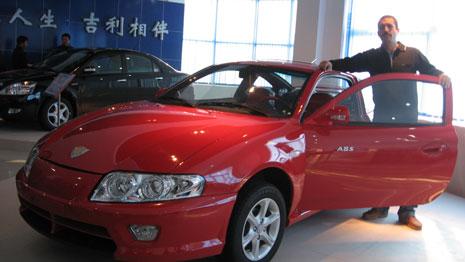 Sala de exposiciones de la fábrica de automóviles GEELY de Gansu
