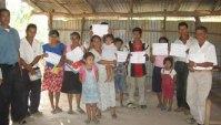 Un grupo de alfabetizados en El Salvador durante el 2011