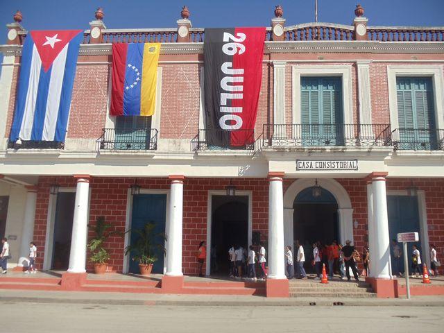 Tributo del pueblo holguinero a Hugo Chávez. FOTO: Luis Ernesto Ruiz Martínez/Visión desde Cuba