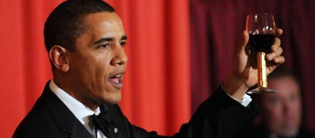 Obama brinda por su inmerecido Premio Nobel de la Paz