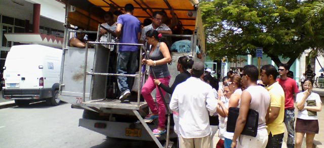 Uno de los tantos camiones que circulan en Holguín. Foto: Archivo de Visión desde Cuba.
