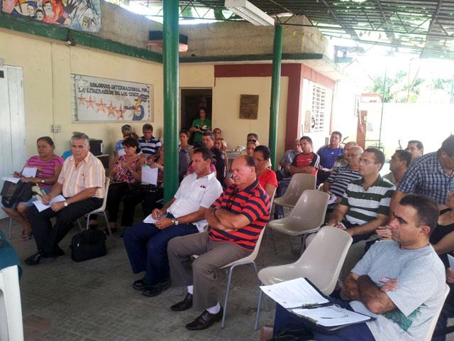 Asistentes al encuentro que evaluó los preparativos para el Noveno Coloquio. Foto: Hugo/Visión desde Cuba.