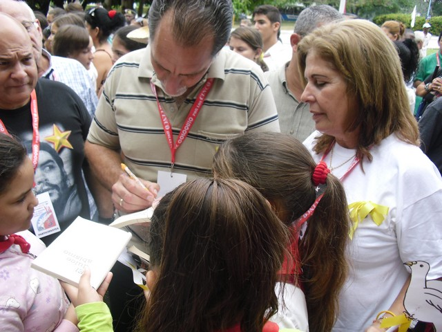 René en las Carpas por la Paz del IX Coloquio. Holguín 2013. Foto: Luis Ernesto Ruiz Martínez/Visión desde Cuba.