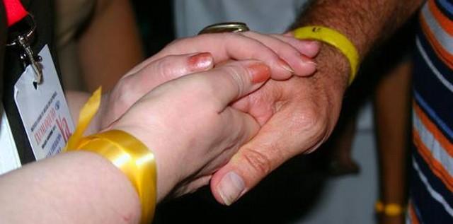 Apretón de manos entre René y una miembro de la delegación rusa. Foto: Daylén Vega