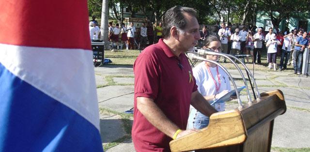 René González en la Tribuna de la Solidaridad del IX Coloquio de Holguín. Foto: Luis Ernesto/Visión desde Cuba.