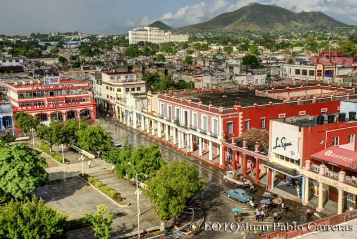 Fotografía aérea de La Periquera (al centro), en la ciudad de Holguín, Cuba. FOTO/Juan Pablo Carreras