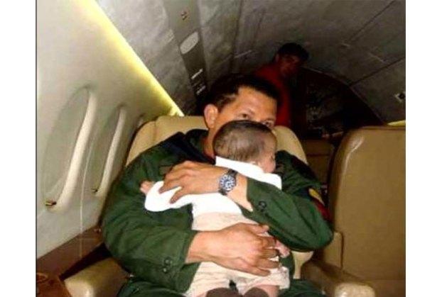 Hugo Chávez da muestra de su amor infinito por los niños