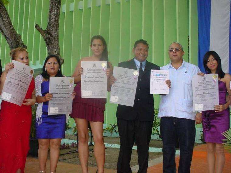 becarios2-graduacion-ucph-2014
