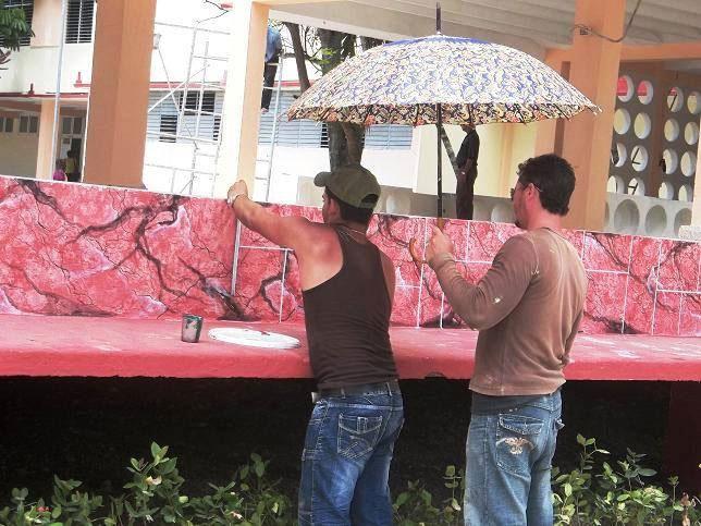 Todos se han sumado a los trabajos de la nueva Secundaria en Holguín. Foto: Aroldo García.