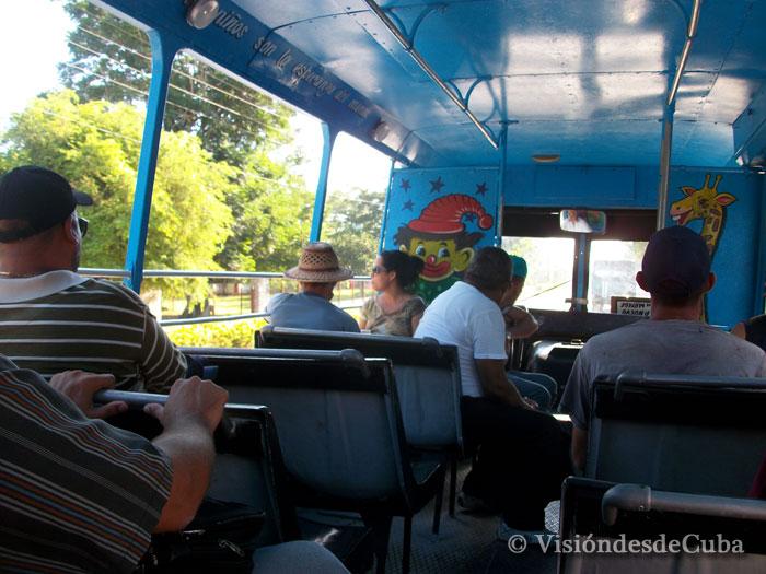 Buena falta que harían varios como este en horarios de alta demanda. Foto: Luis Ernesto/Visión desde Cuba.