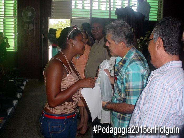 Varios docentes del territorio merecieron la condición de Relevantes y recibieron el reconocimiento en la clausura de Pedagogía 2015. Foto: Francisco Rojas.