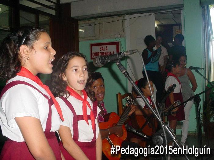 Estudiantes de varias escuelas de Holguín actuaron para los delegados a Pedagogía 2015. Foto: Francisco Rojas.