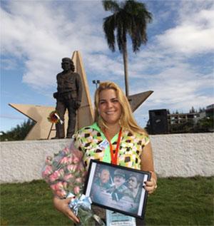 Yudith García recibió con orgullo el reconocimiento de su colectivo. Foto: Héctor Carballo Hechavarría