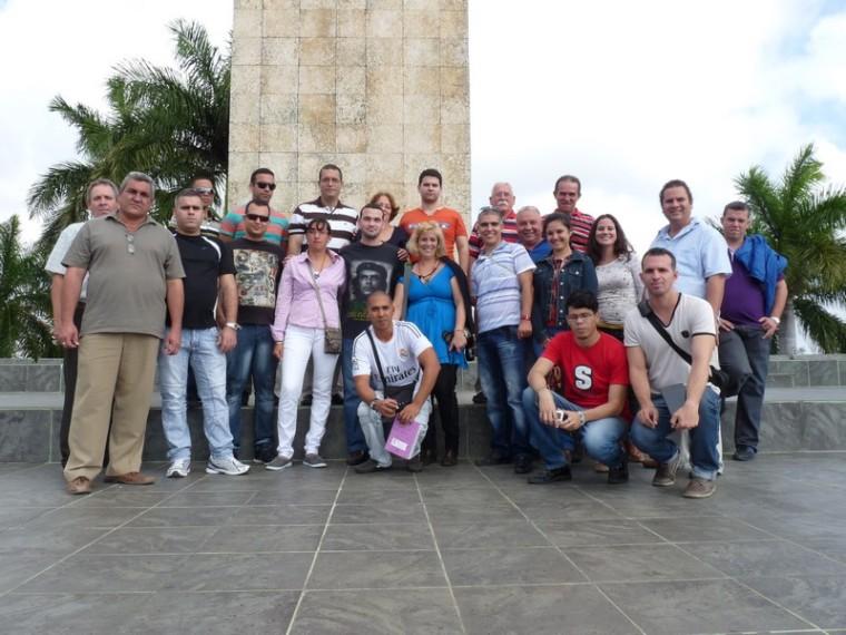 Blogueros de educación cerca del Ché. Foto: Nelson Monzón Padrón.