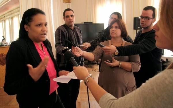 Anayansi Rodríguez Camejo, Embajadora de Cuba ante Naciones Unidas, ofrece declaraciones en la sede de la Misión cubana en Washington.