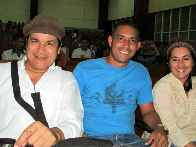 Onelio y Mireyita con Osmel Chapman. Foto: Francisco Rojas.