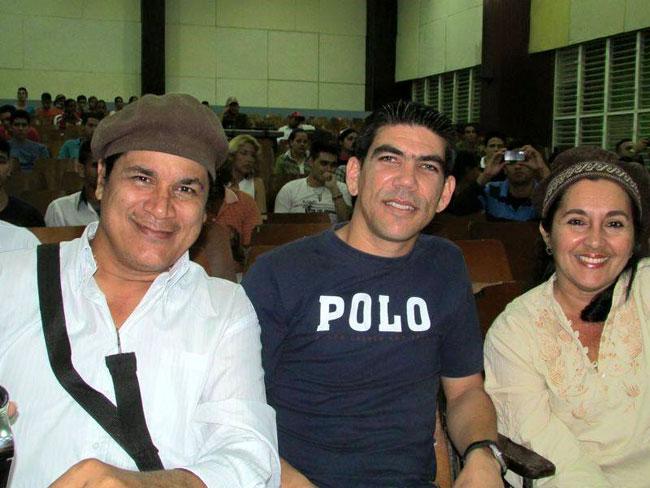 Onelio y Mireyita con Yensy Torres. Foto: Francisco Rojas.