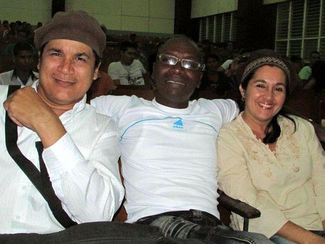 Onelio y Mireyita con Daniel Thompson. Foto: Francisco Rojas.