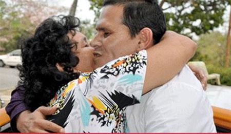 Jorge Luis Quiñones con su madre. Foto: Elder Leyva/Ahora.