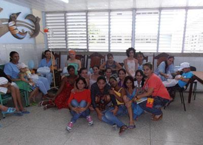 Memoria gráfica del desarrollo de la actividad con los pacientes del Hospital Pediátrico de Holguín. Foto de la autora.