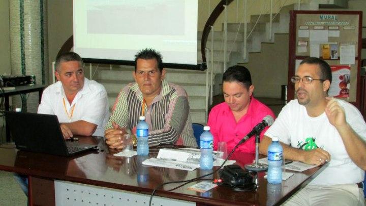 Panel final de la tercera edición de las Bloguerías de Mayo con Ronald Hernández, Jorge Luis Quiñones y Yordanis Rodrígguez. Foto: Francisco Rojas.