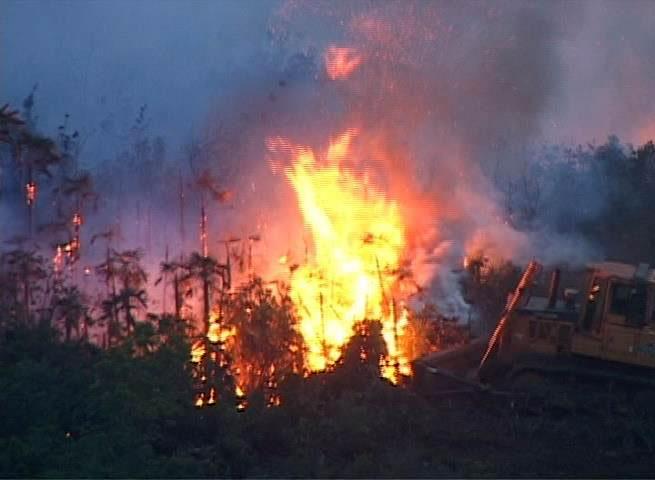 Incendio de grandes proporciones en Moa. Foto: Alexudis Leyet.