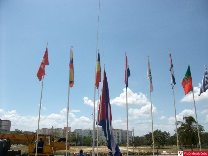 La bandera cubana recibe a los visitantes que llegan al Hotel Pernik. Foto: Luis Ernesto.