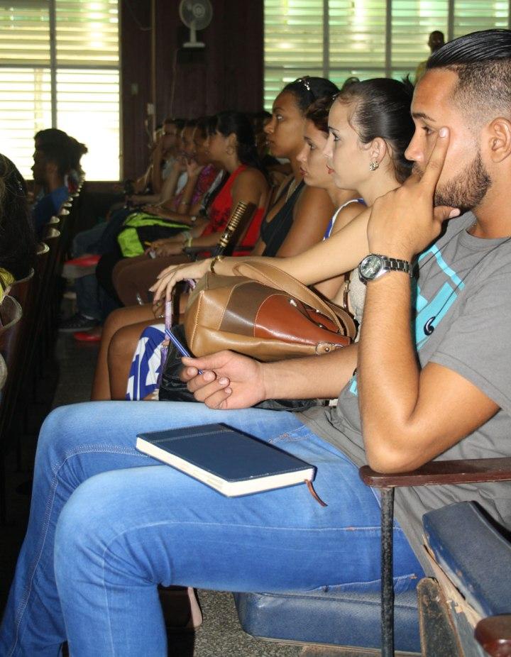 Dirigentes de la FEU de las Facultades de la Universidad de Holguín participaron en intercambio con su presidenta nacional. Foto: Yensy Torres.