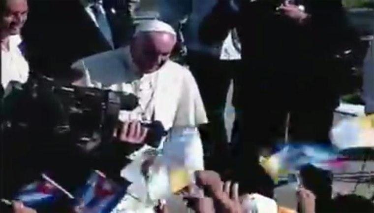 llegada-papa-holguin4