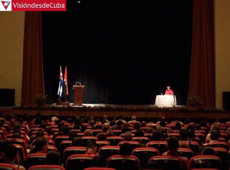 """Marcia Esther Noda Hernández, Secretaria Ejecutiva de la Junta, se encargó de dar lectura al dictamen que confirma la condición de Certificada a la Universidad """"Oscar Lucero Moya""""."""