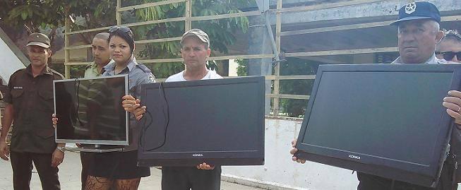 Artículos robados que son devueltos por la policía en Holguín. Foto: Arnaldo Vargas.