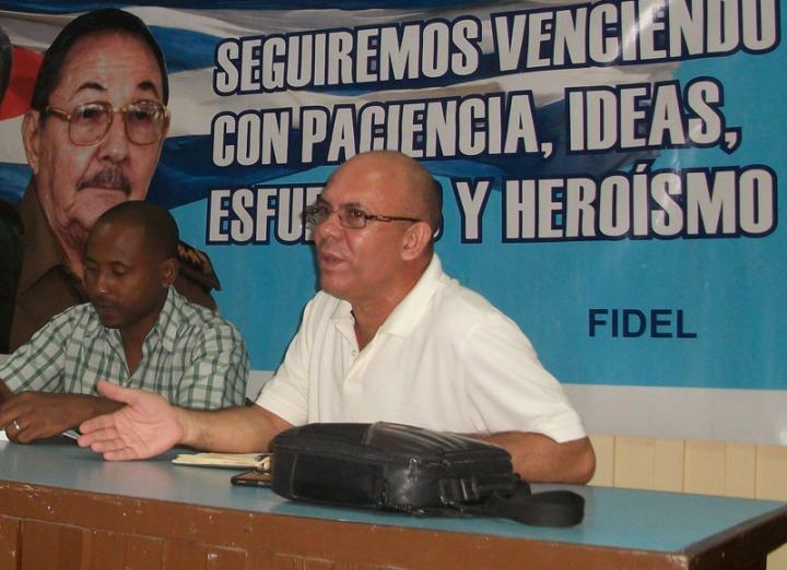 Reynaldo Velázquez Zaldívar, Rector de la Universidad de Holguín, durante la visita al municipio Antilla. Miércoles 7 de octubre de 2015. UHO FOTO/Luis Ernesto Ruiz Martínez