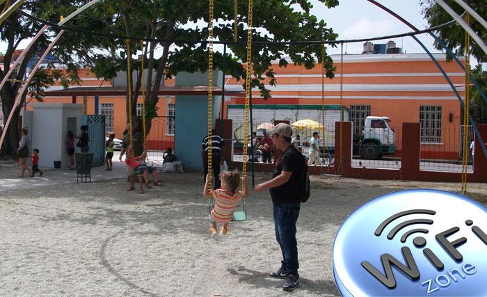 ETECSA abrirá nueva zona wifi en el Parque Infantil de Holguín. Foto: Luis Ernesto/Visión desde Cuba.