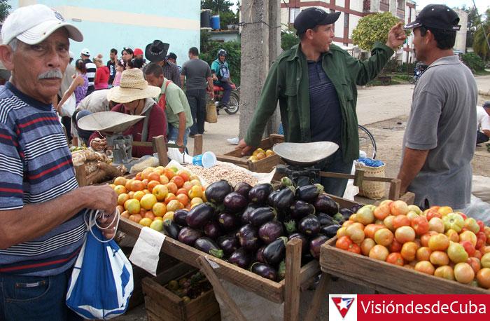 """En """"Los Chinos"""" se impone cualquier cosa menos la """"Ley de oferta y demanda"""". El peor perjudicado es el pueblo trabajador que no tiene otra opción razonable. Foto: Luis Ernesto."""