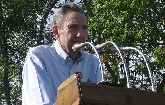 Ramsey Clark, ex - fiscal general de Estados Unidos, participó en el Noveno Coloquio Internacional por la liberación de los Cinco Héroes y contra el Terrorismo celebrado en Holguín en 2013. Foto: Luis Ernesto.