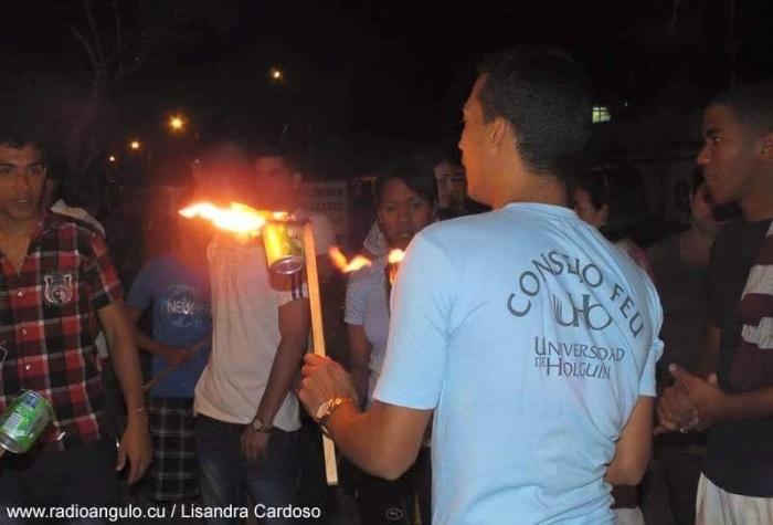 Desfile de las Antorchas en Holguín. Foto: Lisandra Cardoso/Radio Angulo.
