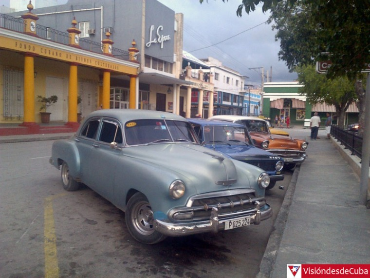 """Parque """"Calixto García"""". Visiones que muestran la realidad cotidiana de Holguín. VDC FOTO/Luis Ernesto Ruiz Martínez."""