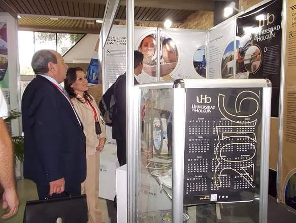 El Dr.C Gil Ramón González González, viceministro de Educación Superior en Cuba, visita nuestro stand en Universidad 2016. Fotos: Dirección de Comunicación.