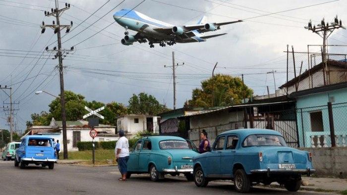 Foto de Yander Zamora Reyes del momento en que el Air Force One descendía en La Habana.
