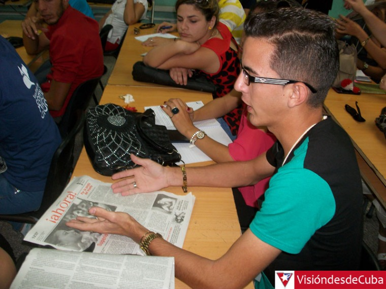 Trabajo en comisiones del Simposio Nacional de Periodismo Apunto que sesiona en la Universidad de Holguín. VDC FOTO/Luis Ernesto Ruiz Martínez.