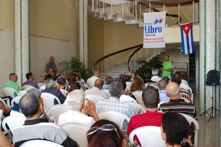 """Momentos de la presentación del libro realizada en la Biblioteca """"Alex Urquiola"""". Foto: Carlos Parra Zaldívar."""