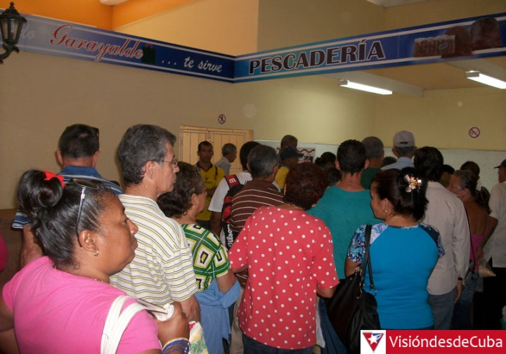 Los departamentos de Pescadería, Cárnicos y Lácteos se encuentran entre los que ofertan los productos más codiciados en el Mercado Garayalde de la ciudad de Holguín. VDC FOTO/Luis Ernesto Ruiz Martínez.