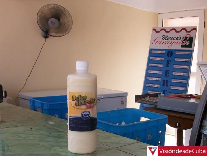 """Este es el pomo de """"Dulce de leche fluido"""" que cambió su precio de 15 a 25 pesos, en solo una semana. VDC FOTO/Luis Ernesto Ruiz Martínez."""