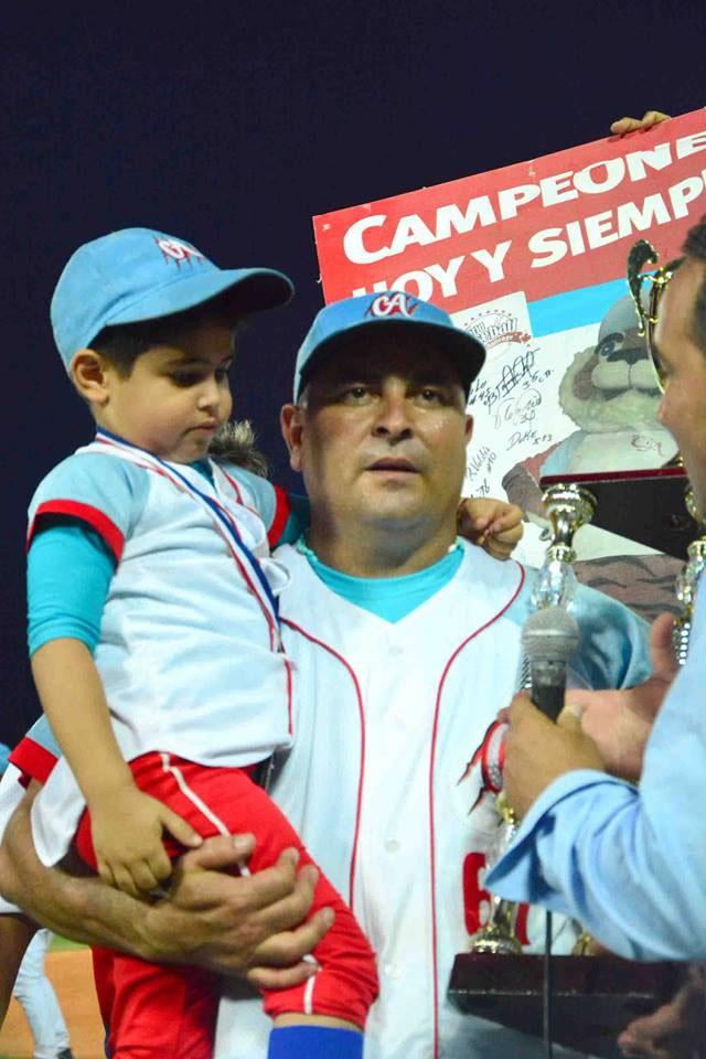 Ciego festeja. Foto: Osvaldo Gutiérrez Gómez/ACN.