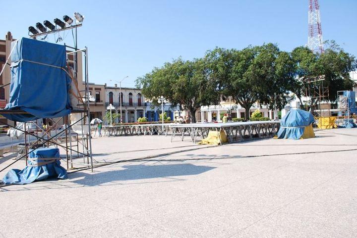 El escenario espera por la cantante Lidis Lamorú. Fotos: Carlos Parra Zaldívar.