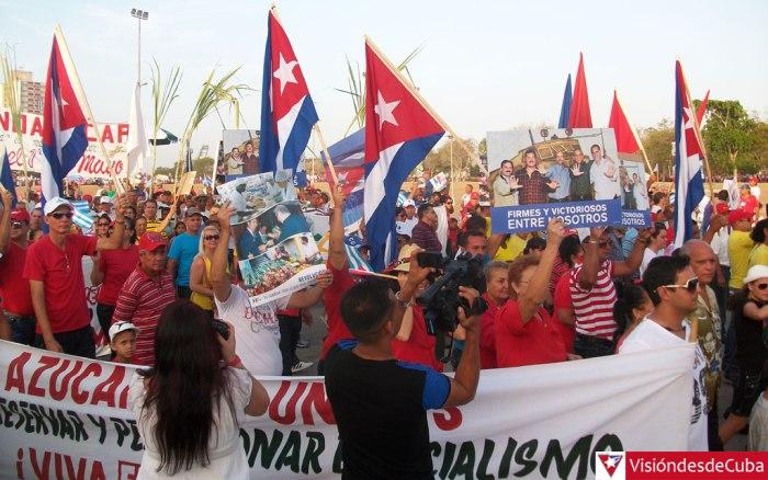Desfile por el Primero de Mayo de 2015 en Holguín. Foto: archivo de Visión desde Cuba.