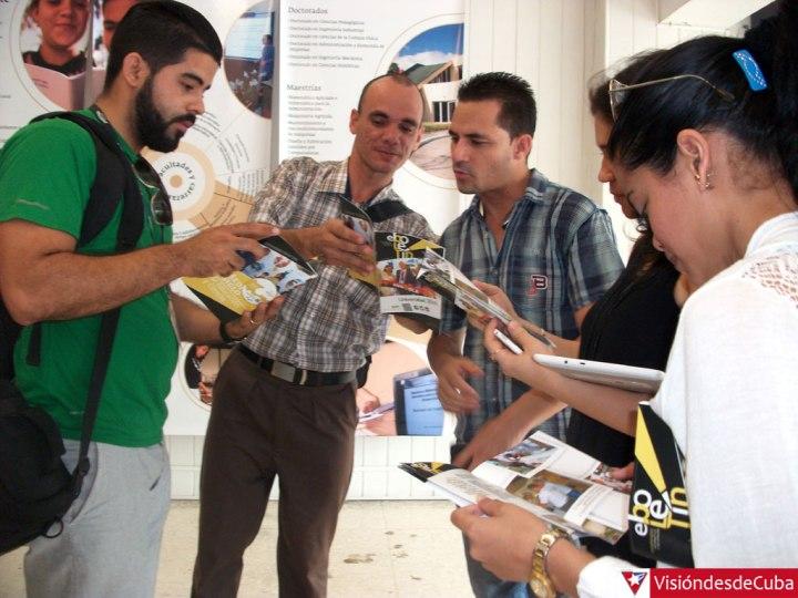 """La exposición """"Medio Siglo de Educación y Ciencia"""" está disponible en el Salón Patria de Tele Cristal. Foto: Luis Ernesto."""