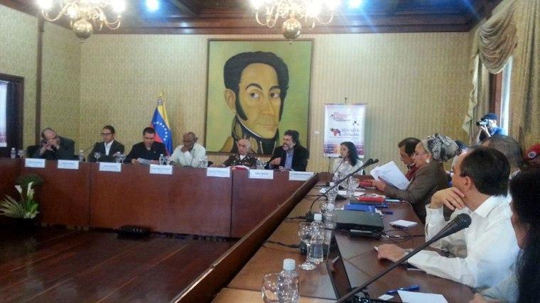 Encuentro internacional de la Red En Defensa de la Humanidad que sesiona en Caracas. Foto publicada por Alexis Triana en su cuenta de Facebook.
