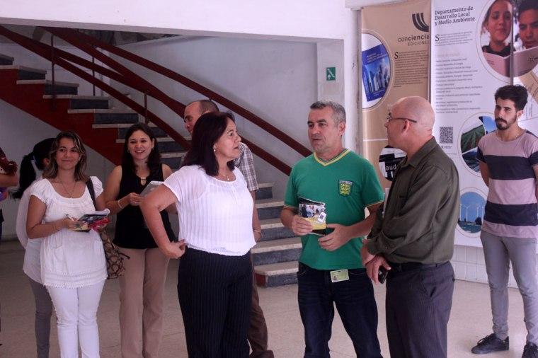 """La exposición """"Medio Siglo de Educación y Ciencia"""" está disponible en el Salón Patria de Tele Cristal. Foto: Juan Pablo Aguilera."""