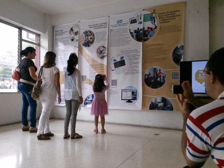 """La exposición """"Medio Siglo de Educación y Ciencia"""" está disponible en el Salón Patria de Tele Cristal. Foto: Adrián Fernández Cuba."""